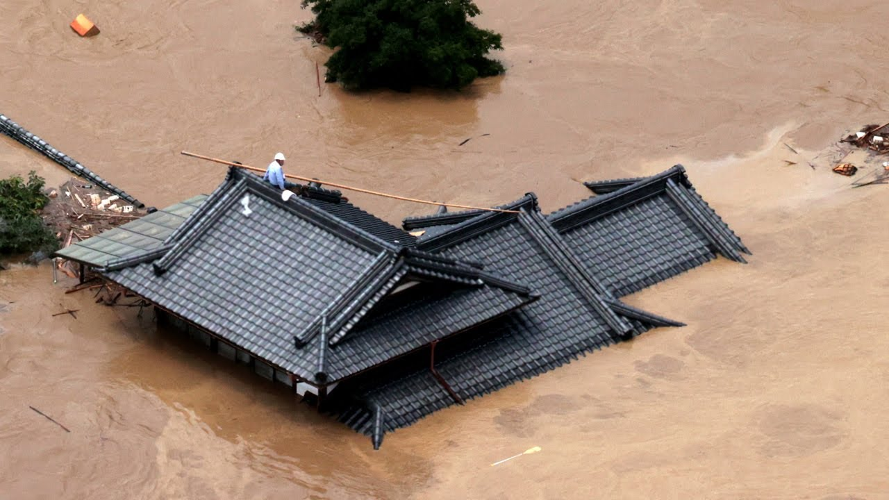 熊本で13人の安否不明 土砂崩れで民家流出 - YouTube