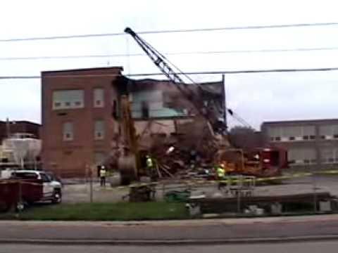 Madelia Elementary School Demolition - June 10, 2002