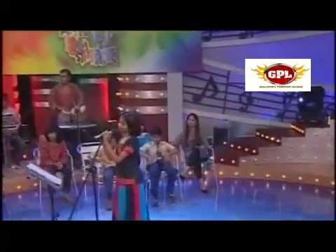 Bangla folk song by khude gaanraj... ek pare mon bosot kore onno pare badhe ghor