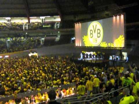 Public Viewing Westfalenhalle part1 BVB - Deutscher Meister 2011