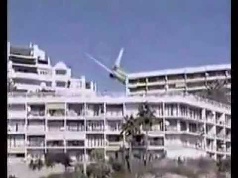 must watch plane almost hit hotel and crashed in ocean!! WARNING!!!