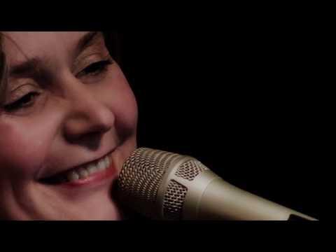 Karin Hougaard sings Leonard Cohen's Hallelujah