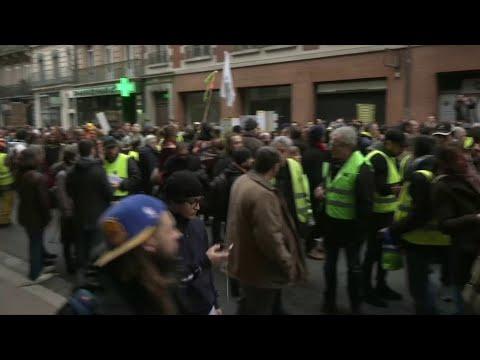 À Toulouse, un cortège de Gilets jaunes se dirige vers le centre-ville