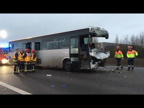 Yvelines: des bus et un poids lourd détruits après un important carambolage