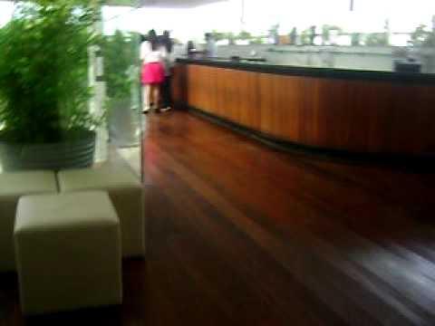 Entrando para pegar o autógrafo da Anahi, no Pocket show em Recife.