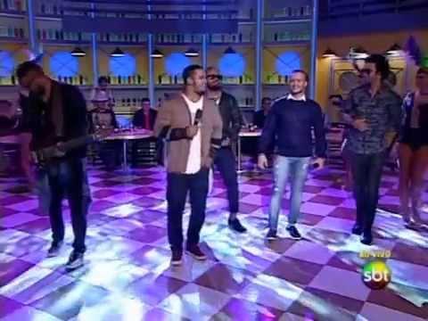 Grupo Os Travessos canta