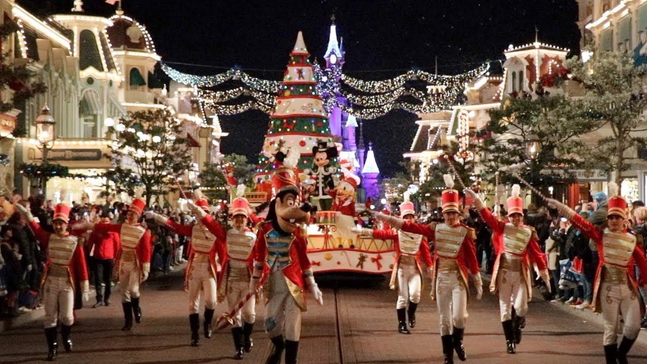 Disney Christmas Parade.Disney S Christmas Parade By Night At Disneyland Paris
