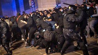 Violentos disturbios en Barcelona tras una protesta contra las nuevas restricciones