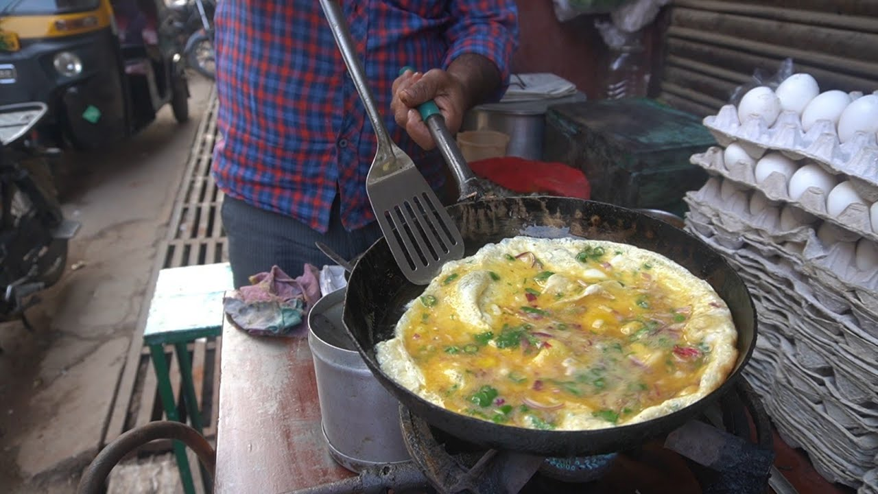 Indian Style Omelet Making | Best Roadside Omelet | Indian Street Food