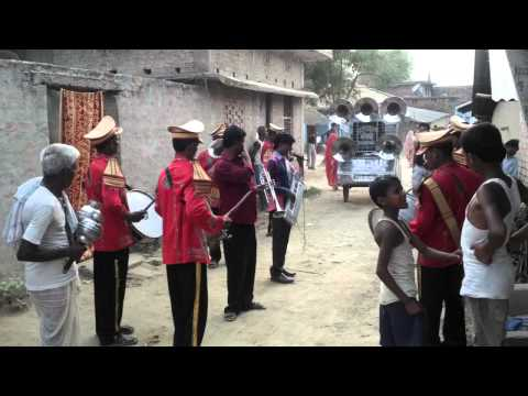 Deshi band party in indian baarat : Bachpan ki shadi ka band baja baarat