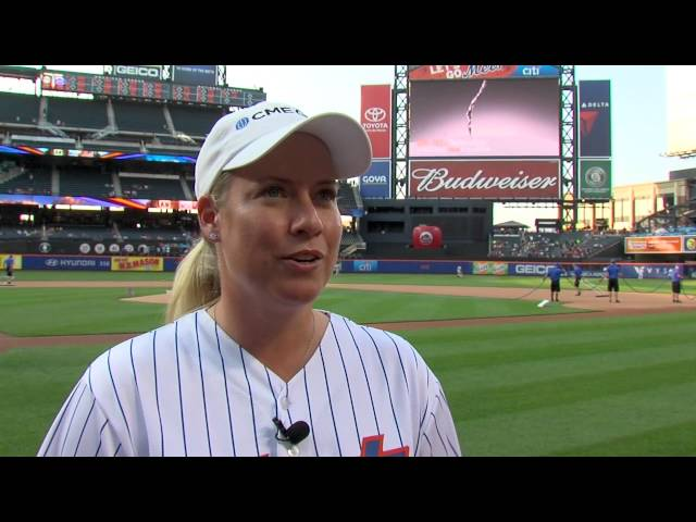 Brittany Lincicome throws out first pitch at New York Mets Game Tuesday at KPMG