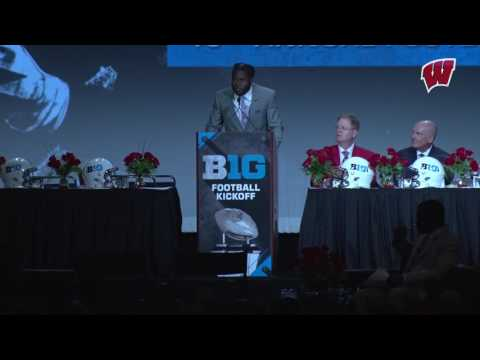 Wisconsin Football: Ogunbowale stresses community/opportunity during luncheon keynote
