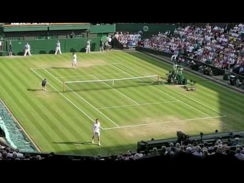 Andy Murray plays Ernests Gulbis at Wimbledon 2009