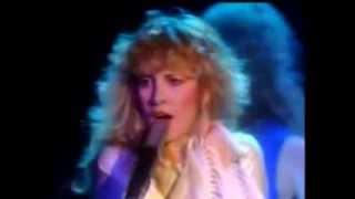 Stevie Nicks ~ Edge Of Seventeen ~ Live ~ Lyrics
