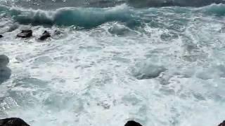 Large ocean waves near Makahu'ena Arch