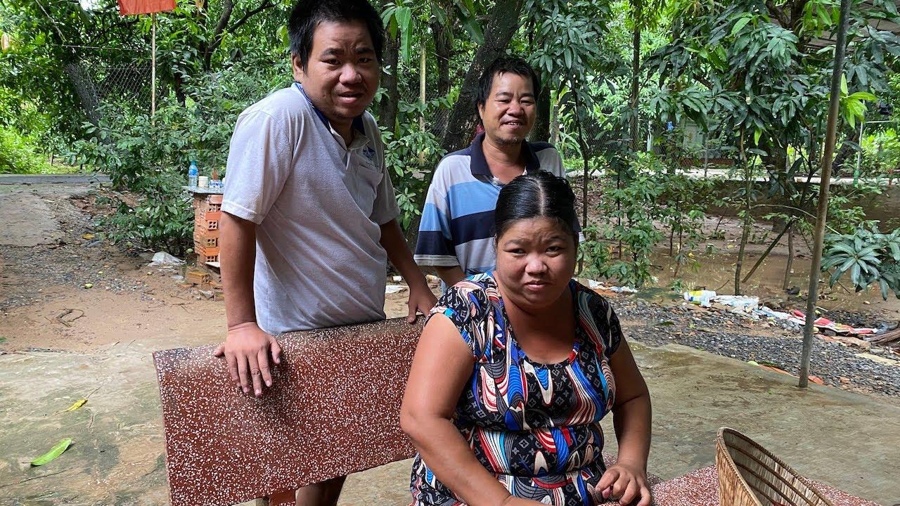 3 anh em khờ khạo rơi nước mắt khi hay tin sắp thoát khỏi té đìa khi đi vệ sinh