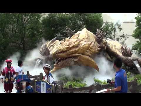 Monster Hunter the Real 2012 exhibition - Gold Rathian animatronic