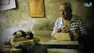 """""""عبدالعظيم"""" في دكانه بالغورية: القبقاب صناعة وقت الفراغ وما بتفتحش بيوت"""