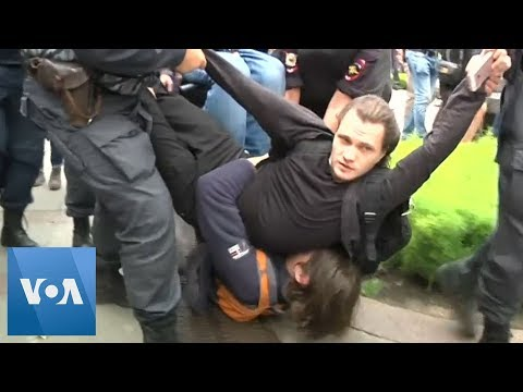 Russia Police Detain Protesters in St. Petersburg As Over 40,000 Rally in Moscow