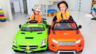 व्लाद और निकिता खिलौने वाली कार चलते हैं, परिवार का मज़ेदार खेल का समय