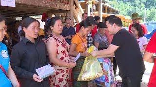 Ca sĩ Quang Lê và đoàn thiện nguyện TP Hồ Chí Minh thăm và trao quà hỗ trợ bà con vùng lũ Sa Ná