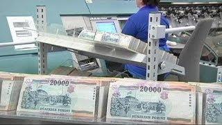 видео Динамика курса венгерского форинта (HUF) к рублю, доллару, евро, график изменений колебания курса венгерского форинта за неделю, месяц и за 2018 год, конвертер, котировки валюты на сегодня, прогноз на завтра