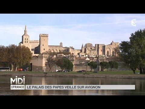 SUIVEZ LE GUIDE : Le Palais des Papes veille sur Avignon