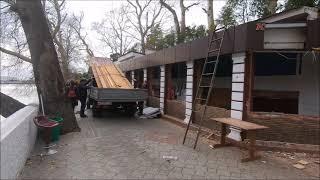 В центре Сочи начался демонтаж кафе на берегу реки