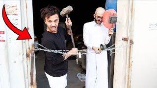 اللي يحصل المفتاح يطلع والخسران ينام في المحل ( لايفوتك ) 😂!!