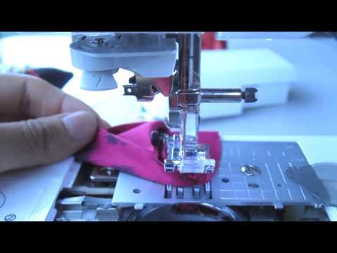 Tela atorada con la aguja en la maquina de coser
