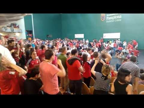 La celebración del gol de Javier Flaño en el frontón Labrit