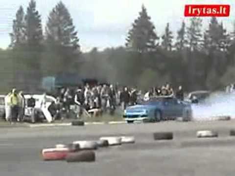 Đáng đời cái tội cổ vũ đua xe! ^^.flv