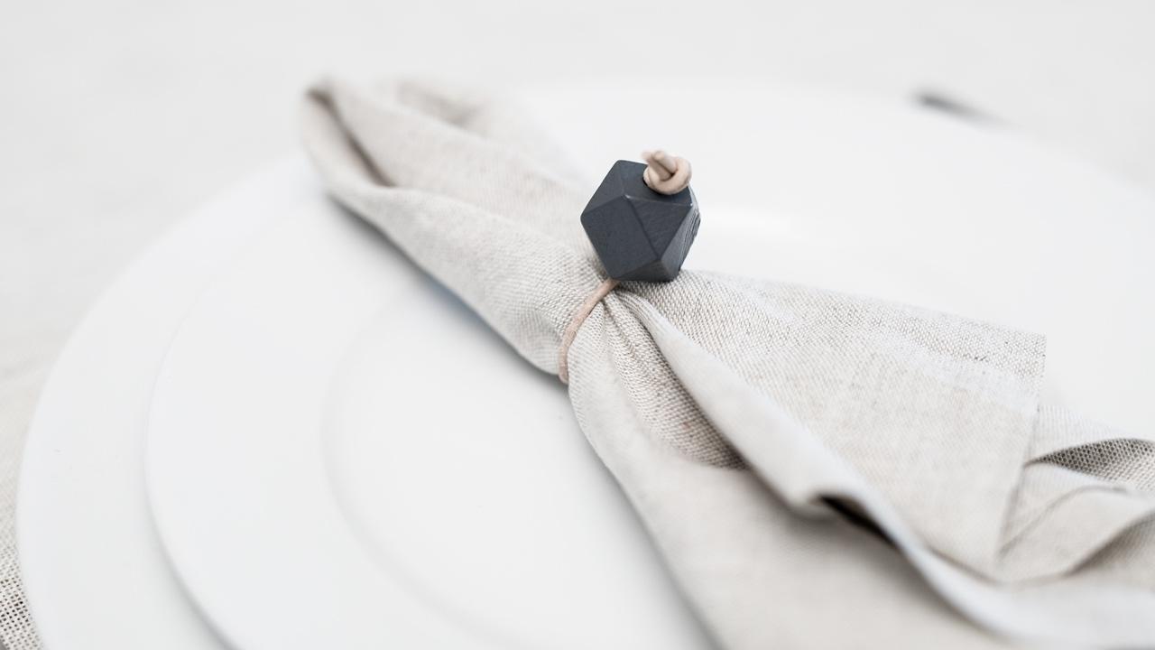 Diy Rond De Serviette diy – ronds de serviettes avec cuir et perles en bois
