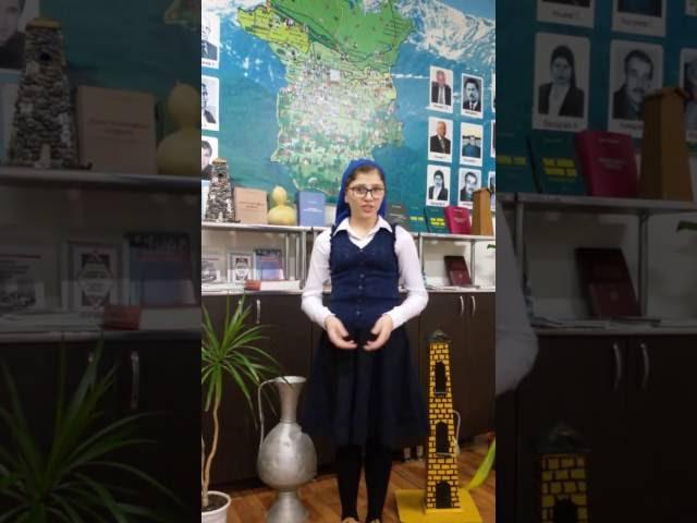 Изображение предпросмотра прочтения – МаликаВисаитова читает произведение «Белка (В деревне, в праздник, под окном…)» И.А.Крылова