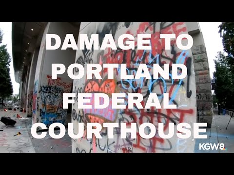 Raw video: Inside the fence surrounding the federal courthouse in downtown Portland