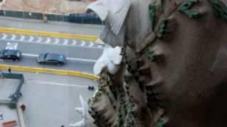 バルセロナのガウディの建築の写真集.