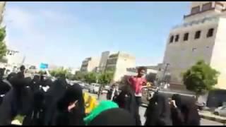 شاهد كيف اعتدت مليشيا الحوثي على وقفة نسائية طالبت بالإفراج عن الصحفيين المختطفين