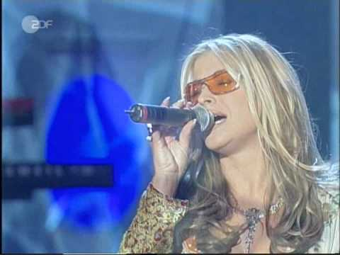 Anastacia - Left Outside Alone (Performance at Wetten Dass 27.03.04)