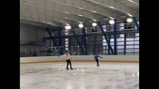 Александра Бойкова и Дмитрий Козловский показывают прыжок