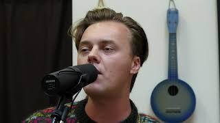 "YouTube動画:Parker Millsap - ""Singing to Me"" | Fretboard Journal"