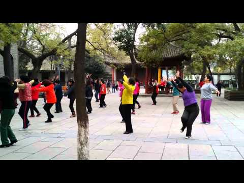 China: Chinese version of zumba flashmob