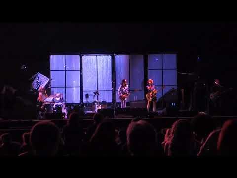 warpaint-(live-@-hollywood-casino-amphitheatre,-chicago---august-30,-2017)