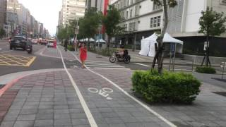 台北市南京東路四段 自行車專用道