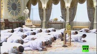 بالفيديو.. انبطاح الحكومة الجديدة أمام ملك تايلاند أثناء أدائها اليمين الدستورية
