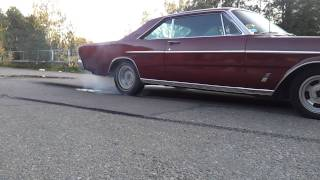 Ford Galaxie 500 -66   Burnout  !