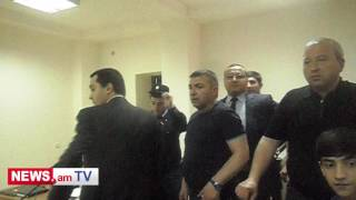 Լեզվաբանի կողմից շիշն ամբաստանյալի վրա նետելուց հետո դատարանում խառնափշոթ սկսվեց