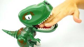 Распаковываем игрушку робот Динозавр