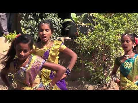 Sripura school student Girls dancing Putta meeda Pala Pitta