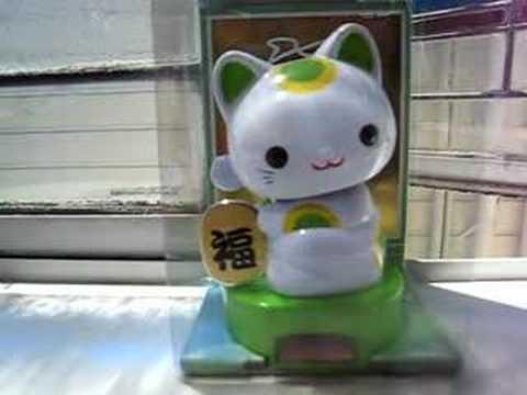 Solar lucky cat (green = health)