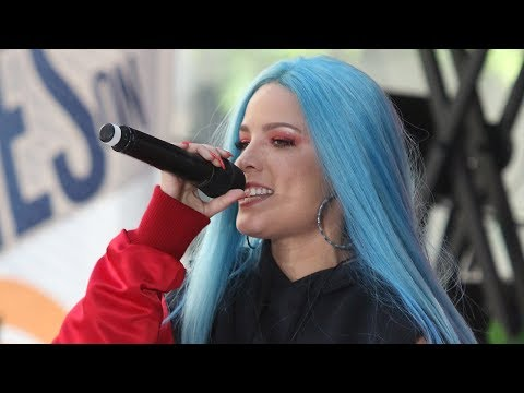 Halsey RUSHES Offstage & Cancels Shows Due to